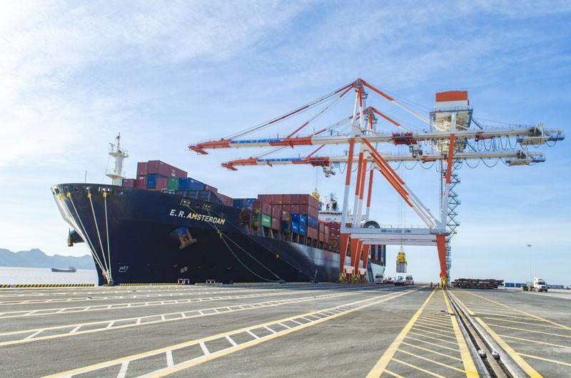 Tàu container 6.000 TEU của Pendulum cập cảng Lạch Huyện