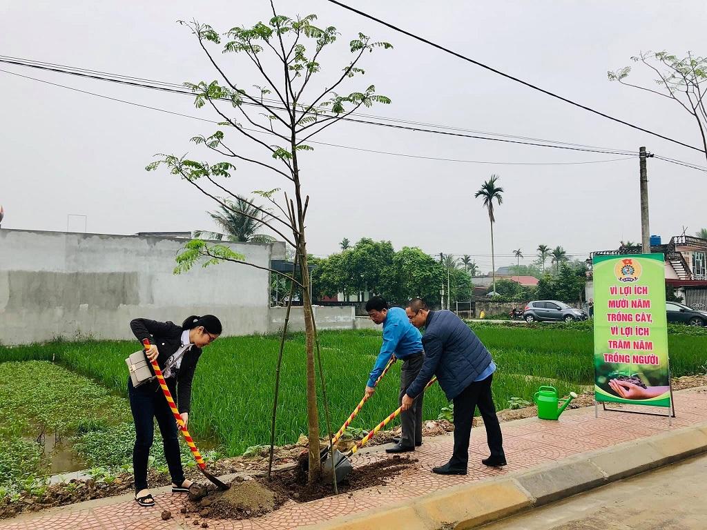 """Công đoàn Công ty CP TNHH Cảng Hải An ủng hộ chương trình trồng cây """"Xây dựng nông thôn mới kiểu mẫu"""""""